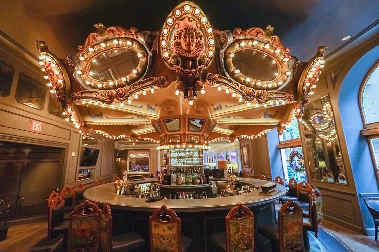 The Most Iconic Hotel Bars Around the World
