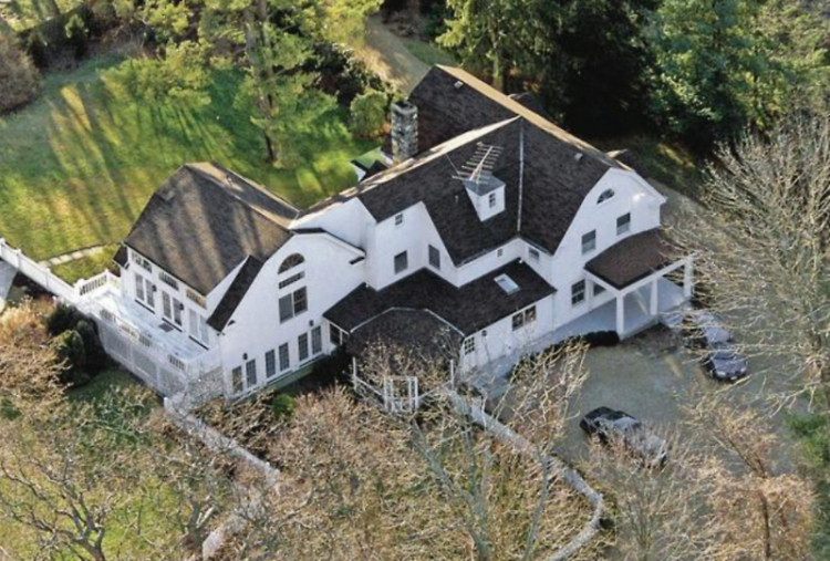 Inside bill hillary clinton 39 s 1 7 million home in Bill clinton address chappaqua