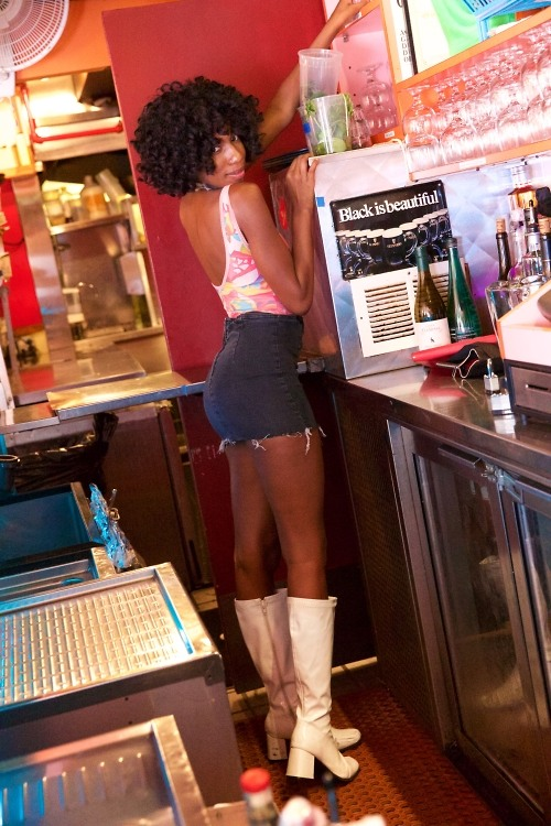 The Hottest Waitresses In NYC All Work At One Place