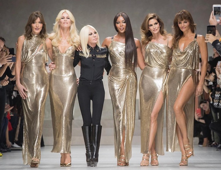 An Epic '90s Supermodel Reunion Went Down On The Versace ...