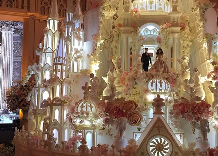 Behold, A Wedding Cake Castle That\'s 16 Feet Tall