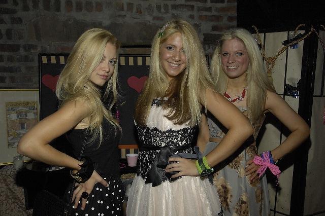 3 blondes