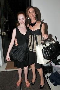 Chloe Singer, Kate Singer
