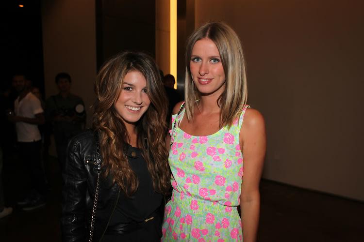 Shenae Grimes, Nicky Hilton