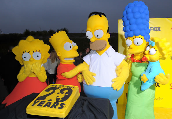 Lisa, Bart, Homer, Marge, and Maggie Simpson