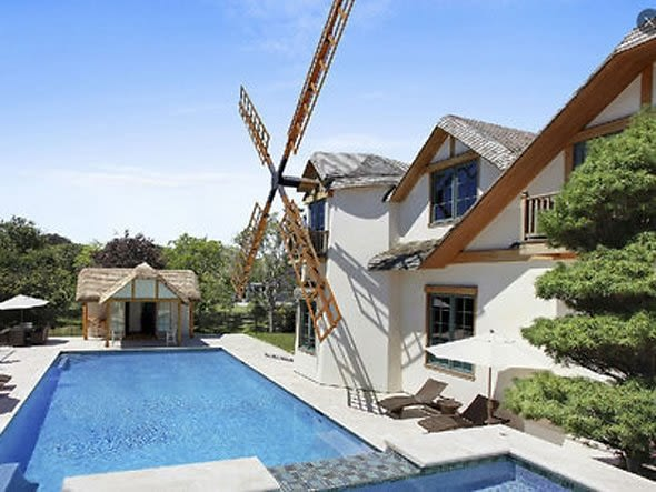Eavesdropping in mary 39 s marvelous is coming to east for Mansions in the hamptons for sale