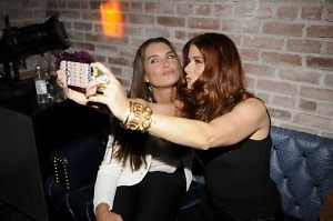 Brooke Shields, Debra Messing