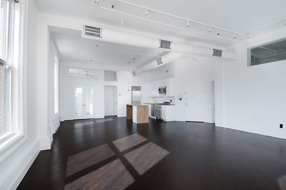 Celebrity homes who 39 s buying selling in nyc for Buy new york apartment