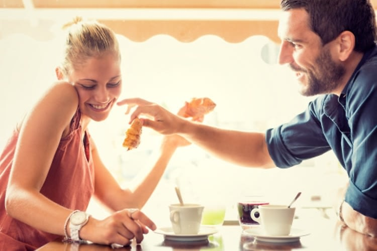 Single In The City: 14 Signs Your Date REALLY Likes You