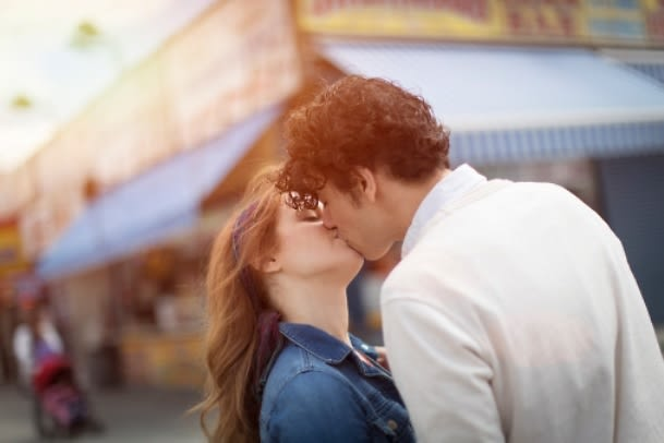 5 Scientifically-Proven Ways Kissing Makes You Healthier