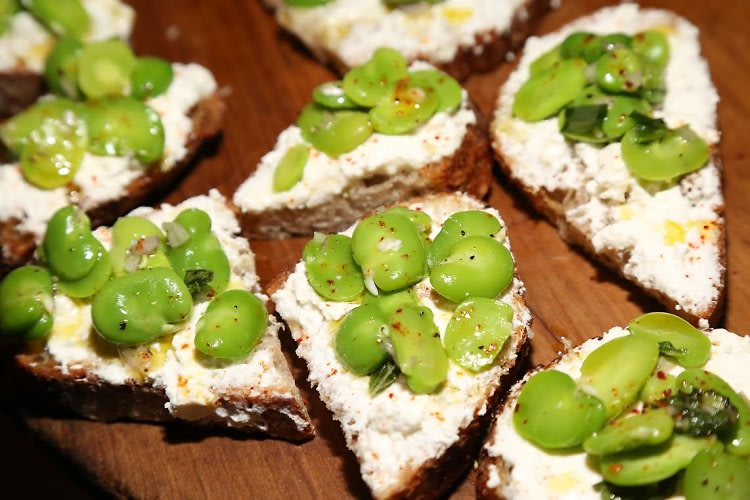 morel and fava bean crostini recipes dishmaps crostini morel crostini ...