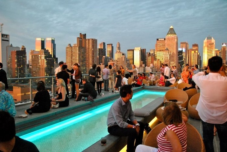 15 All-Season Rooftop Bars To Enjoy This Fall1