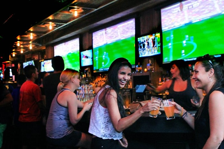 The 10 Best Spots To Catch Monday Night Football In NYC