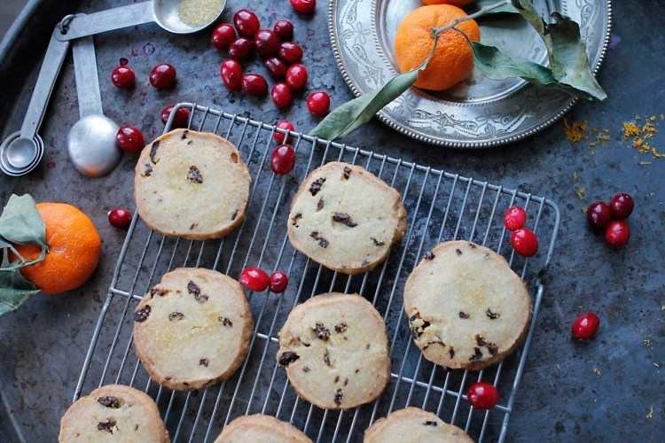 EyeSwoon: Welcome Spring With These Orange Cranberry Shortbread Cookies