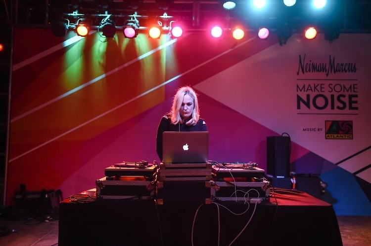 Interview: How DJ Jilly Hendrix Stays Rockin' & Rollin' Outdoors This Season