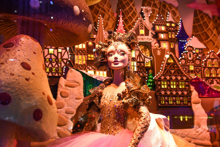 Tour nyc 39 s haute holiday windows of 2016 for Plus haute tour new york