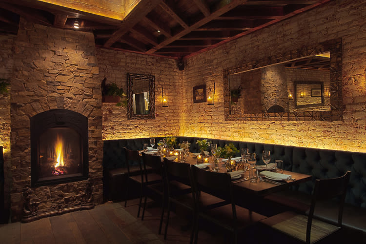 13 romantic fireplace spots for a cozy date night for Romantic things to do in nyc winter