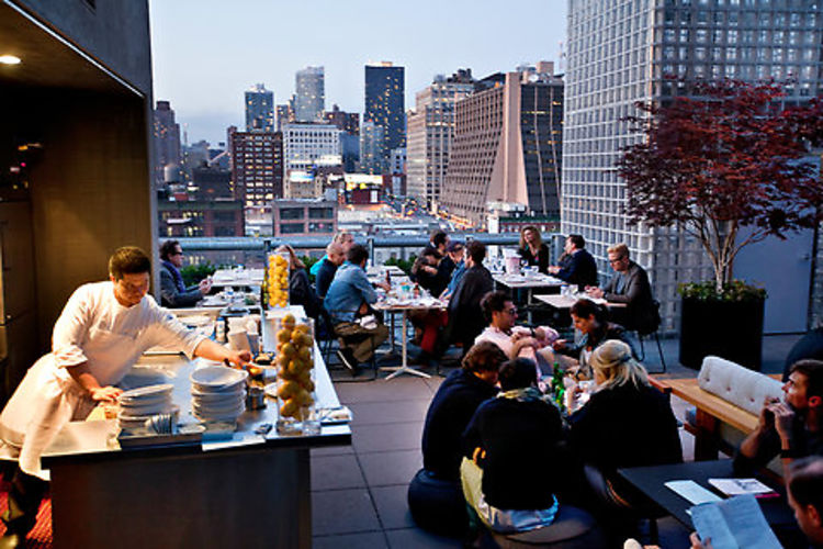 Raise the bar raise the roof nyc 39 s best new rooftop bars for La piscine pool bar restaurant