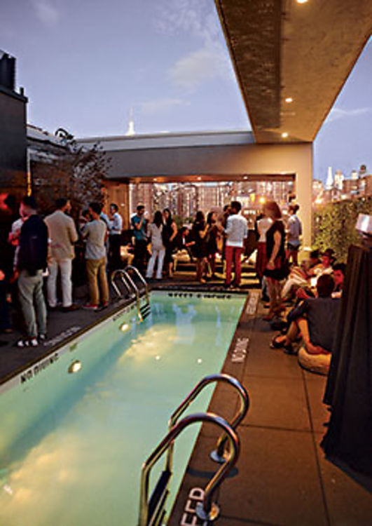 6 nyc rooftop pools to beat the heat for Piscine new york