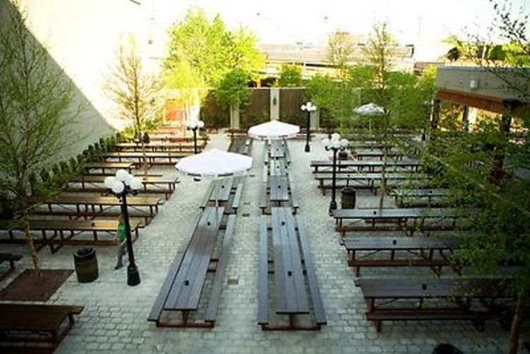 Nyc Beer Gardens Our 2013 End Of Summer Drinking Guide