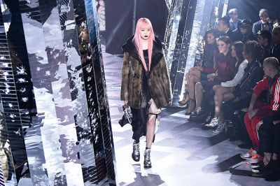 The 8 Best Moments From Louis Vuitton's Futuristic Fall 2016 Show