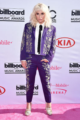 10 Must-See Looks From The 2016 Billboard Music Awards Red Carpet