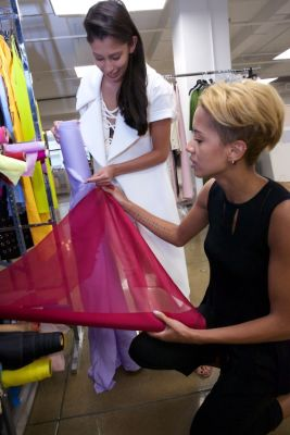 carlie cushnie in Carly & Michelle Of Cushnie et Ochs Take Us Behind The Scenes Of NYC's Coolest Label