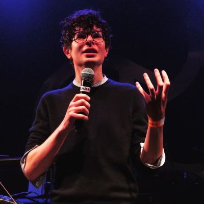 Do Nothing Live, Simon Amstell