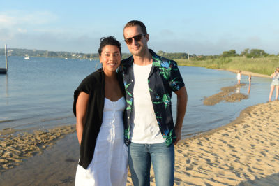 hannah bronfman in Guest Of A Guest & Oliver Peoples Host A Paella Party In Montauk