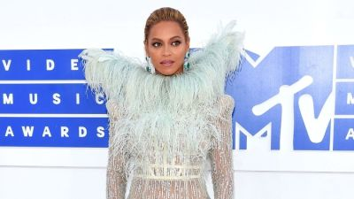 The Best, Worst & Most WTF Looks From The VMAs Red Carpet