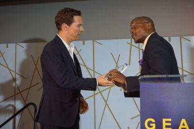 Benedict Cumberbatch receiving his recognition award