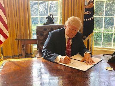 Donald Trump's Secret Plan To Look Better In Photos