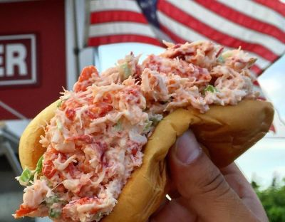 The 10 Best Lobster Rolls In The Hamptons