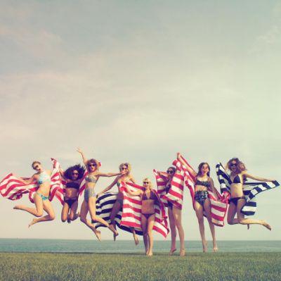Taylor Swift, Gigi Hadid, Este Haim, Alana Haim, Danielle Haim, Martha Hunt, Seraya