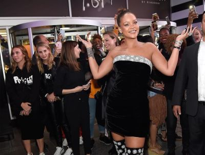 Rihanna Surprises Fans At The Midnight Launch Of Fenty Beauty & Breaks The Internet