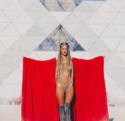 Burning Man 2018: Celebrities & Supermodels Get Down In The Desert