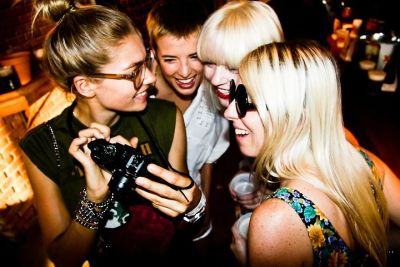 Jess Hart, Agyness Deyn, Fiona Byrne and friend