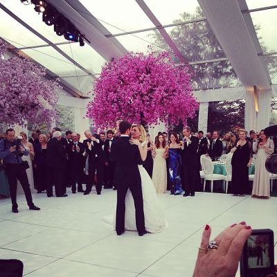 Oscar de la Renta Serenades Niece, Katherine Pingree At Her Wedding To Andrew Dick In East Hampton