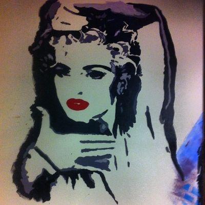 Madonna Vogueing