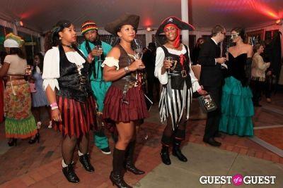 abigail breslin in Andre Wells Costume Gala