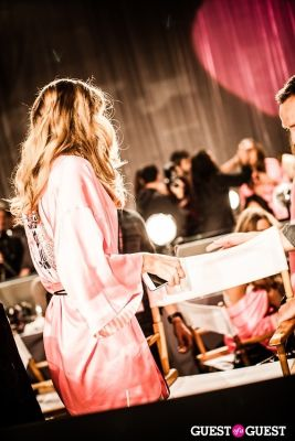 puppy surprise in Victoria's Secret Fashion Show 2012 - Backstage