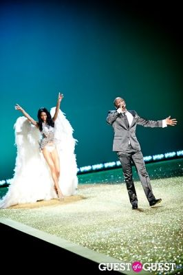 akon in Victoria's Secret Fashion Show 2010