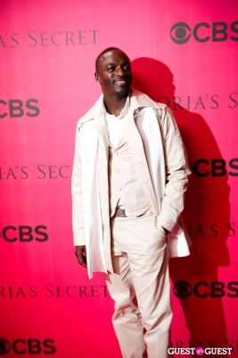 akon in 2010 Victoria's Secret Fashion Show Pink Carpet Arrivals