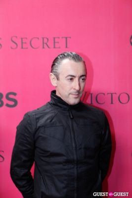alan cummings in 2010 Victoria's Secret Fashion Show Pink Carpet Arrivals
