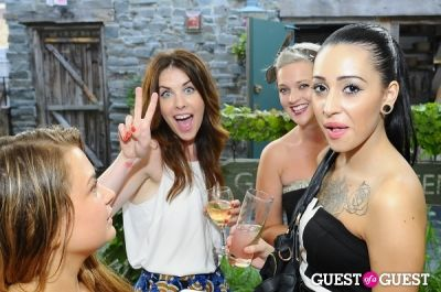 alice avidor in Swoon x Swagger Present 'Bachelor & Girl of Summer' Party