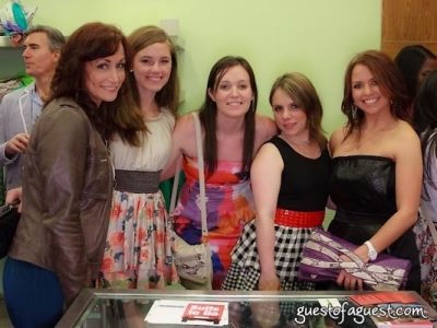 amanda parenti in Sip & Shop for a Cause benefitting Dress for Success