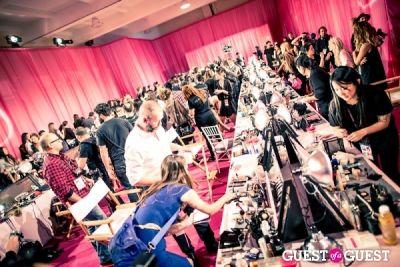 anna vo in Victoria's Secret Fashion Show Backstage