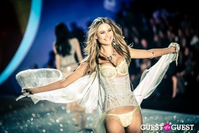 behati prinsloo in Victoria's Secret Fashion Show 2013