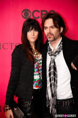 billy burke in 2010 Victoria's Secret Fashion Show Pink Carpet Arrivals