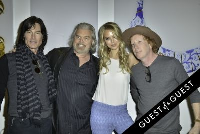 ronn moss in Mouche Gallery Presents the Opening of Artist Clara Hallencreutz's Exhibit